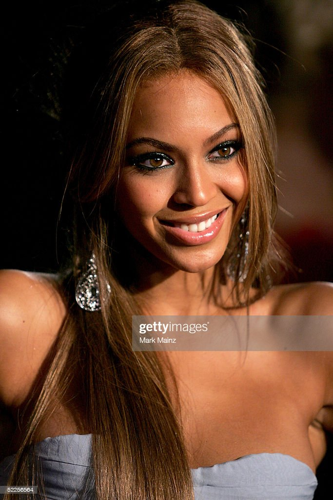 Singer <a gi-track='captionPersonalityLinkClicked' href=/galleries/search?phrase=Beyonce+Knowles&family=editorial&specificpeople=171204 ng-click='$event.stopPropagation()'>Beyonce Knowles</a> arrives at the Vanity Fair Oscar Party at Mortons on February 27, 2005 in West Hollywood, California.