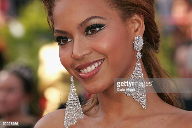 Singer Beyonce Knowles arrives the 77th Annual Academy Awards at the Kodak Theater on February 27 2005 in Hollywood California
