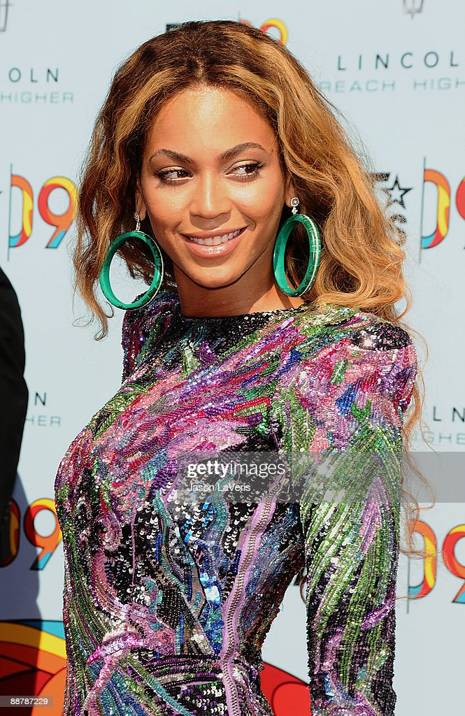 Singer <a gi-track='captionPersonalityLinkClicked' href=/galleries/search?phrase=Beyonce+Knowles&family=editorial&specificpeople=171204 ng-click='$event.stopPropagation()'>Beyonce Knowles</a> attends the 2009 BET Awards at The Shrine Auditorium on June 28, 2009 in Los Angeles, California.