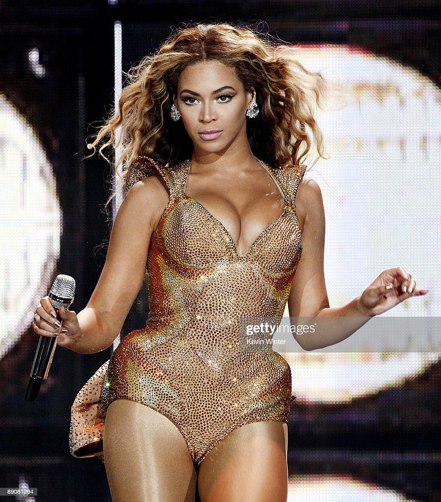 Singer Beyonce performs at the Staples Center on July 13, 2009 in Los Angeles, California.