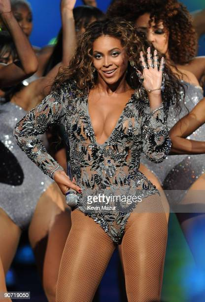 Singer Beyonce performs onstage during the 2009 MTV Video Music Awards at Radio City Music Hall on September 13 2009 in New York City