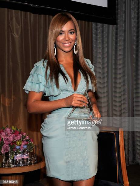 Singer Beyonce receives Billboard's 'Woman of the Year award' at Billboard's 4th Annual Women In Music event at The Pierre Hotel on October 2 2009 in...