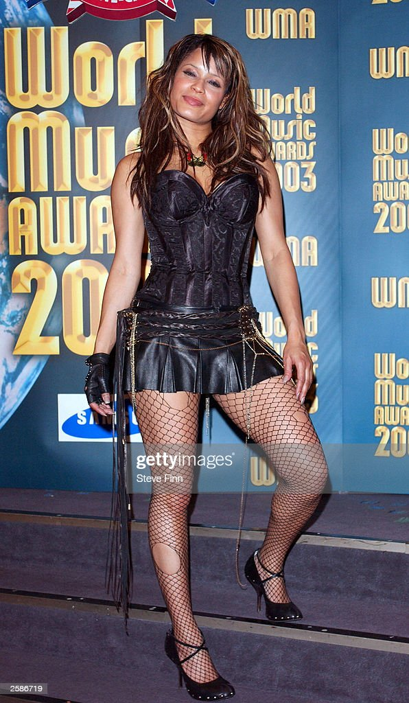 Singer Blu Cantrell poses backstage at the '2003 World Music Awards' at the Monte Carlo Sporting Club on October 12, 2003 in Monaco.