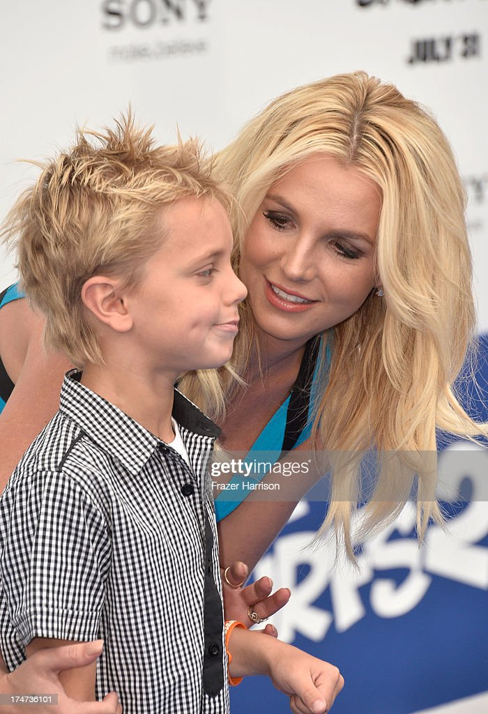 Singer <a gi-track='captionPersonalityLinkClicked' href=/galleries/search?phrase=Britney+Spears&family=editorial&specificpeople=156415 ng-click='$event.stopPropagation()'>Britney Spears</a> and Sean Federline attend the premiere of Columbia Pictures' 'Smurfs 2' at Regency Village Theatre on July 28, 2013 in Westwood, California.