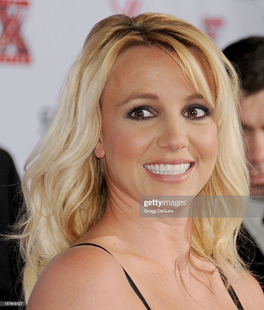 Singer <a gi-track='captionPersonalityLinkClicked' href=/galleries/search?phrase=Britney+Spears&family=editorial&specificpeople=156415 ng-click='$event.stopPropagation()'>Britney Spears</a> arrives at FOX's 'The X Factor' viewing party at Mixology101 & Planet Dailies on December 6, 2012 in Los Angeles, California.