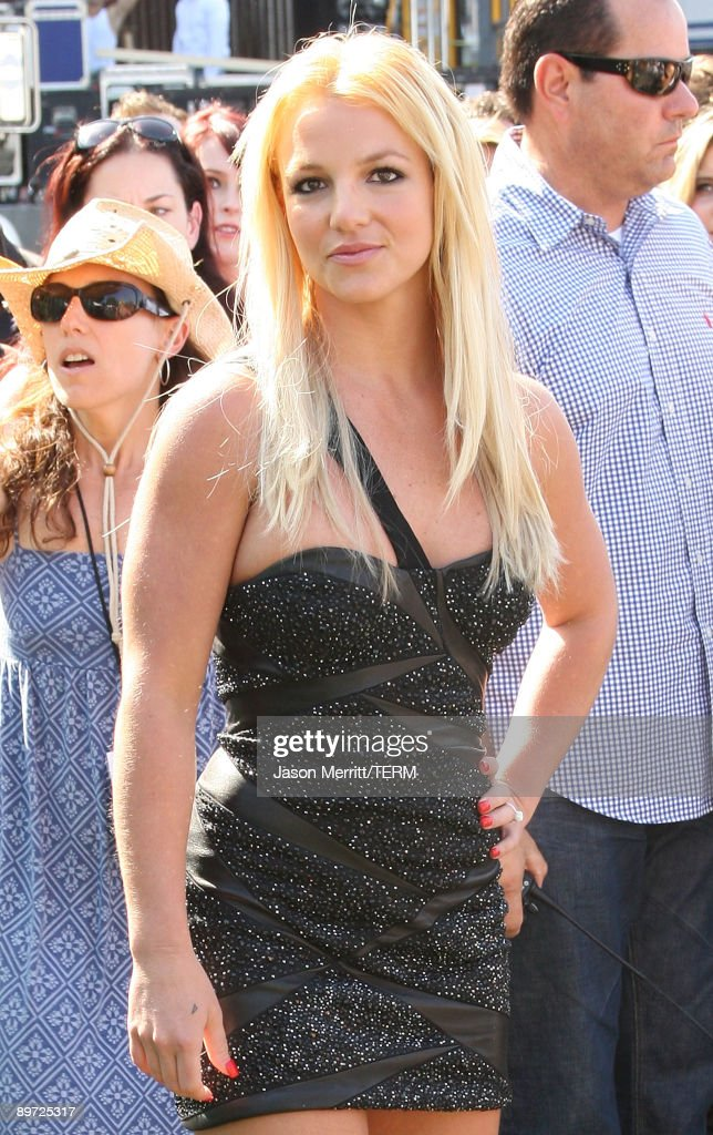 Singer Britney Spears arrives at the 2009 Teen Choice Awards held at Gibson Amphitheatre on August 9, 2009 in Universal City, California.