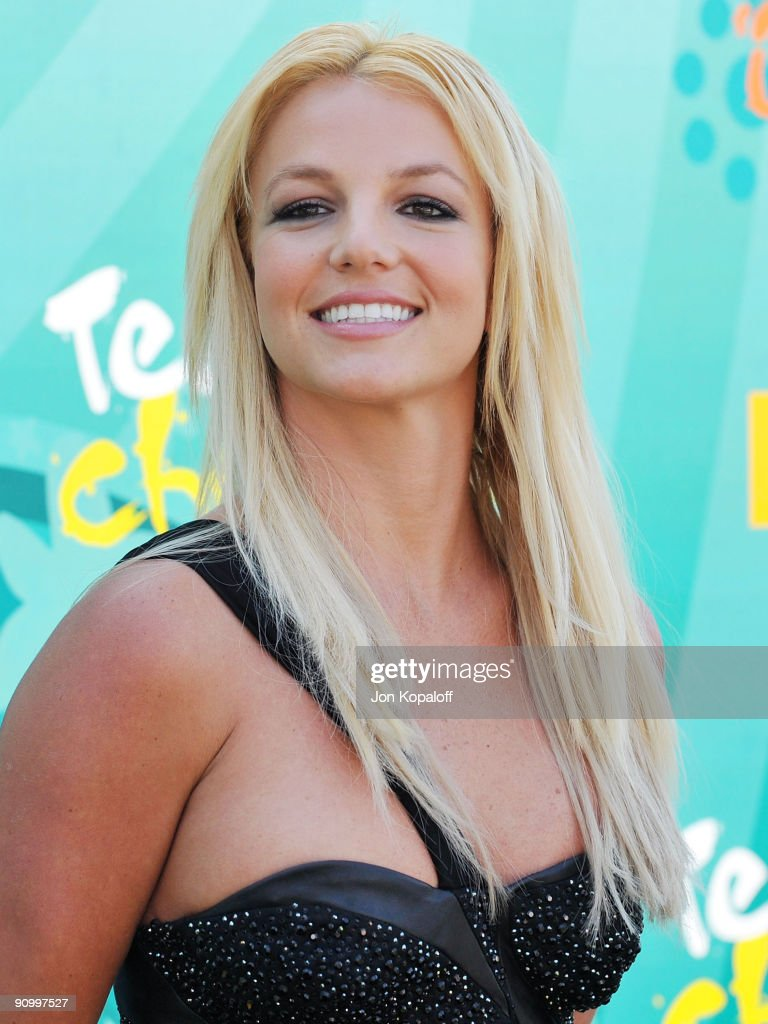 Singer <a gi-track='captionPersonalityLinkClicked' href=/galleries/search?phrase=Britney+Spears&family=editorial&specificpeople=156415 ng-click='$event.stopPropagation()'>Britney Spears</a> arrives at the Teen Choice Awards 2009 held at the Gibson Amphitheatre on August 9, 2009 in Universal City, California.