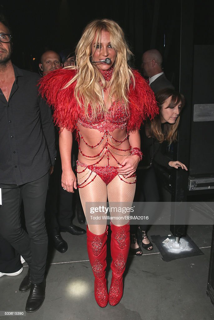 singer-britney-spears-attends-the-2016-billboard-music-awards-at-on-picture-id533615390