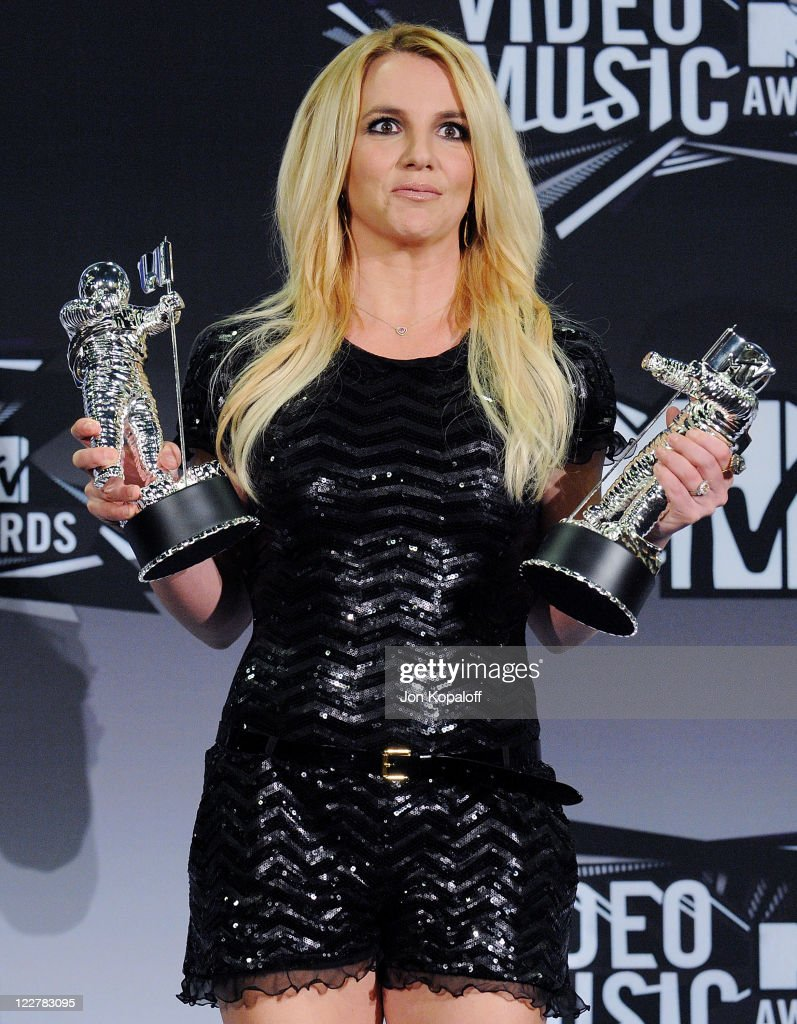Singer <a gi-track='captionPersonalityLinkClicked' href=/galleries/search?phrase=Britney+Spears&family=editorial&specificpeople=156415 ng-click='$event.stopPropagation()'>Britney Spears</a> poses at the 2011 MTV Video Music Awards Press Room at Nokia Theatre L.A. Live on August 28, 2011 in Los Angeles, California.