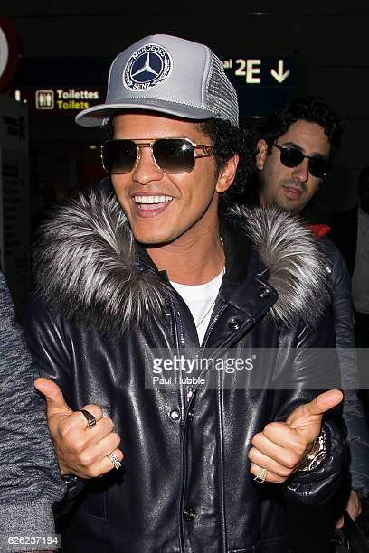 Singer Bruno Mars arrives at Aeroport Roissy Charles de Gaulle on November 28 2016 in Paris France