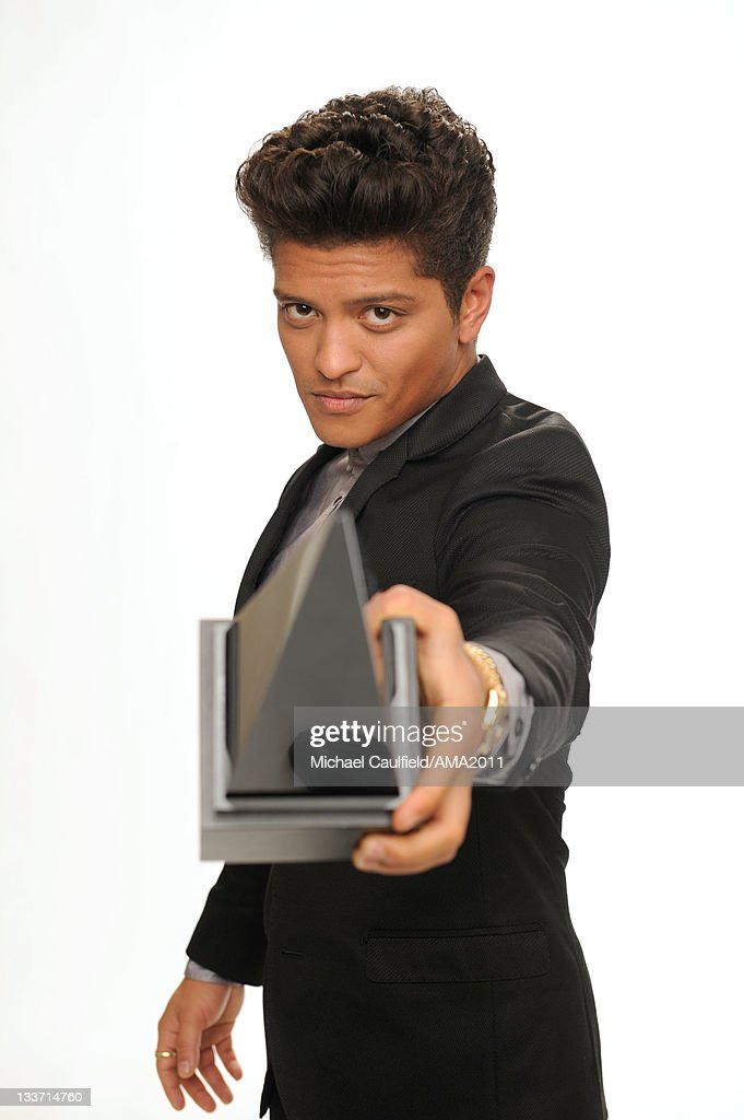 Singer <a gi-track='captionPersonalityLinkClicked' href=/galleries/search?phrase=Bruno+Mars&family=editorial&specificpeople=6779692 ng-click='$event.stopPropagation()'>Bruno Mars</a> poses for a portrait with his award for Favorite Pop/Rock Male Artist at the 2011 American Music Awards held at Nokia Theatre L.A. LIVE on November 20, 2011 in Los Angeles, California.