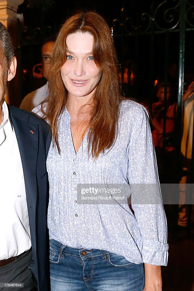 Singer <a gi-track='captionPersonalityLinkClicked' href=/galleries/search?phrase=Carla+Bruni&family=editorial&specificpeople=235729 ng-click='$event.stopPropagation()'>Carla Bruni</a> attends 'Pianistic' Concert of singer Julien Clerc at at 29th Ramatuelle Festival : Day 4 on August 3, 2013 in Ramatuelle, France.