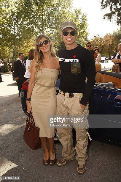Singer Carlos Baute and girldfriend attend the Madrid Fashion Week Pasarela Cibeles at Parque el Retiro on September 19 2007 in Madrid Spain
