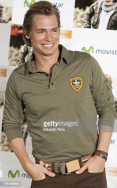 Singer Carlos Baute attends new album Amartebien photocall at Villa Real hotel on November 22 2010 in Madrid Spain