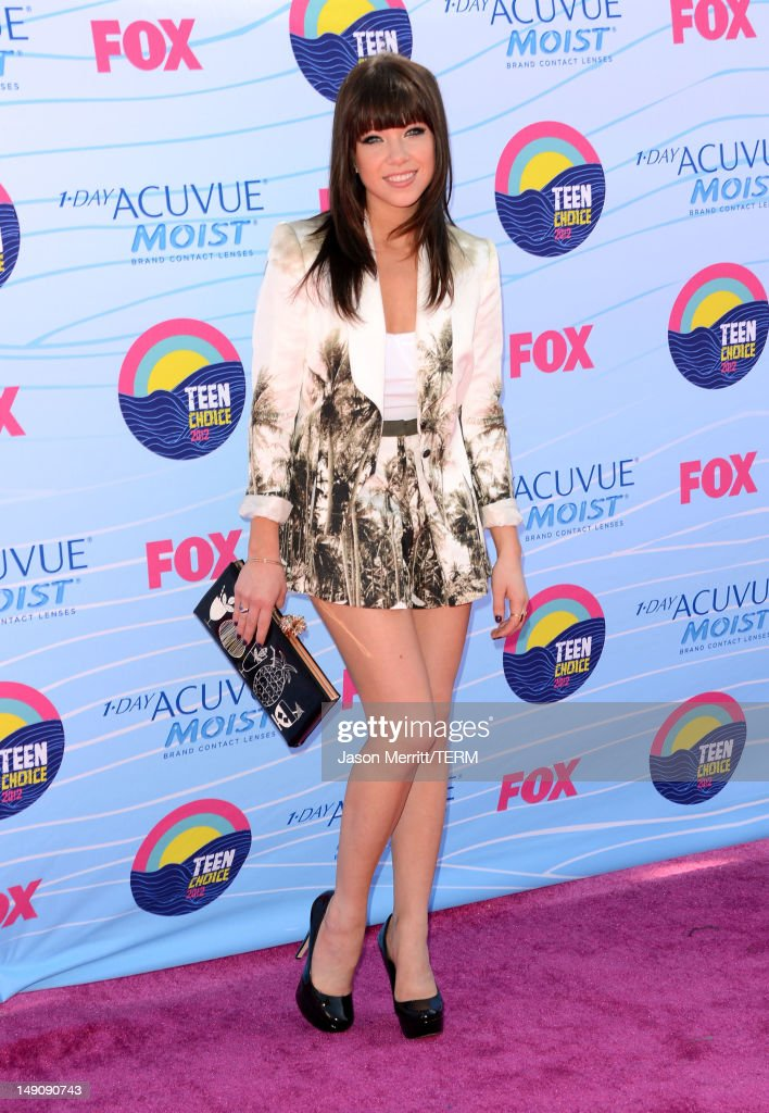 Singer Carly Rae Jepsen arrives at the 2012 Teen Choice Awards at Gibson Amphitheatre on July 22 2012 in Universal City California