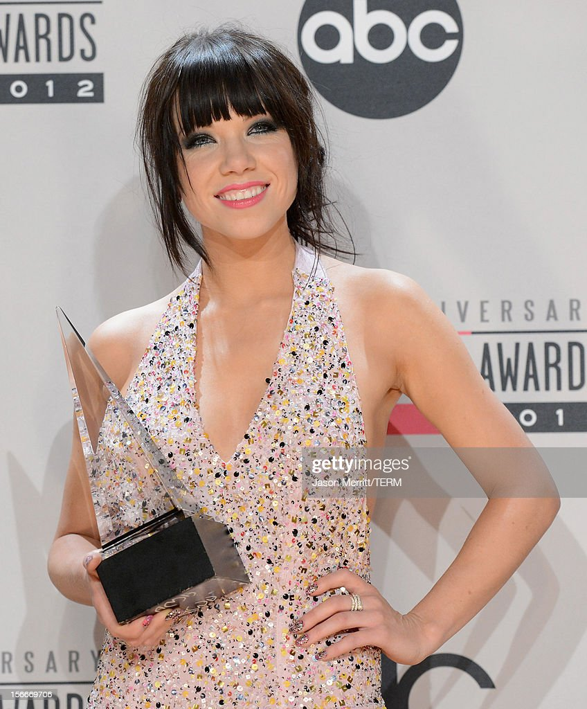 Singer <a gi-track='captionPersonalityLinkClicked' href=/galleries/search?phrase=Carly+Rae+Jepsen&family=editorial&specificpeople=6903584 ng-click='$event.stopPropagation()'>Carly Rae Jepsen</a> poses with the New Artist of the Year award in the press room at the 40th American Music Awards held at Nokia Theatre L.A. Live on November 18, 2012 in Los Angeles, California.