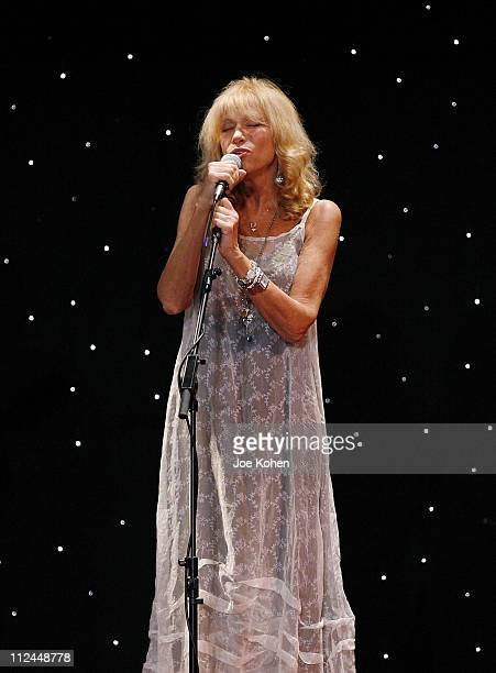 Singer Carly Simon performs live at the UJAFederation of New York's Steven J Ross Humanitarian Award Dinner on June 17 2008 at the Waldorf Astoria in...
