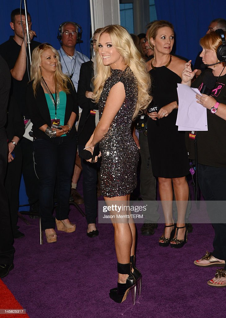 Singer <a gi-track='captionPersonalityLinkClicked' href=/galleries/search?phrase=Carrie+Underwood&family=editorial&specificpeople=204483 ng-click='$event.stopPropagation()'>Carrie Underwood</a> arrives at the 2012 CMT Music awards at the Bridgestone Arena on June 6, 2012 in Nashville, Tennessee.
