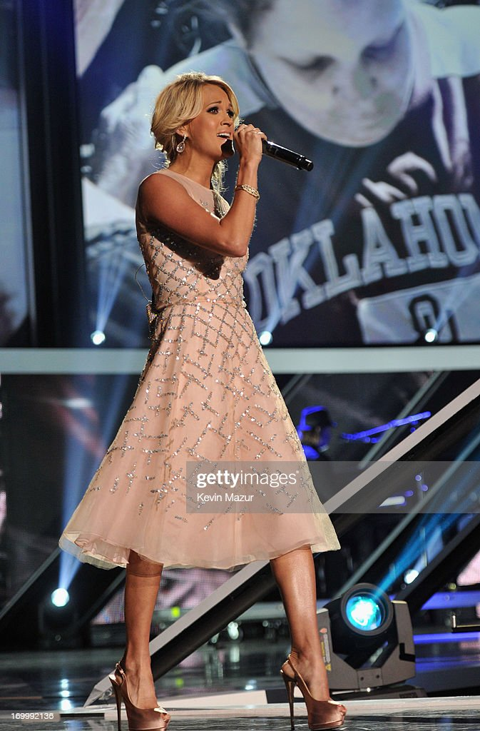 Singer <a gi-track='captionPersonalityLinkClicked' href=/galleries/search?phrase=Carrie+Underwood&family=editorial&specificpeople=204483 ng-click='$event.stopPropagation()'>Carrie Underwood</a> performs during the 2013 CMT Music awards at the Bridgestone Arena on June 5, 2013 in Nashville, Tennessee.