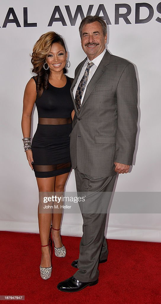RB Singer Chante Moore and Los Angeles Police Chief Charlie Beck attend the LAPD South Los Angeles PAAL Fundraising Gala at the Petersen Automotive...