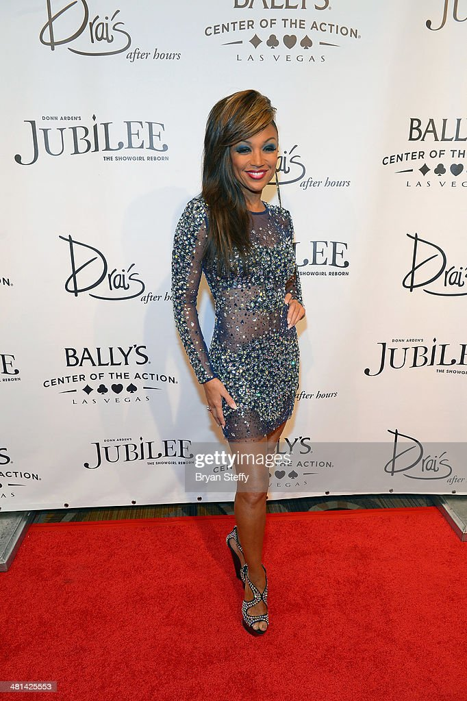 Singer <a gi-track='captionPersonalityLinkClicked' href=/galleries/search?phrase=Chante+Moore&family=editorial&specificpeople=2260137 ng-click='$event.stopPropagation()'>Chante Moore</a> arrives at the 'Jubilee!' show's grand reopening at Ballys Las Vegas on March 29, 2014 in Las Vegas, Nevada.