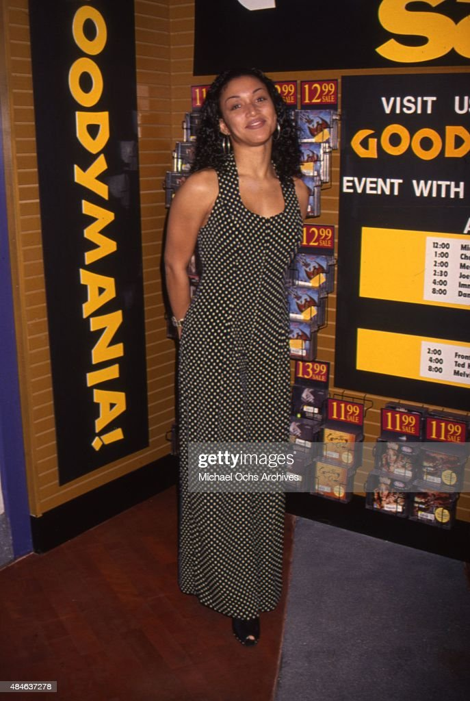 Singer Chante Moore attends Goodymania at a Sam Goody Record Store in 1994