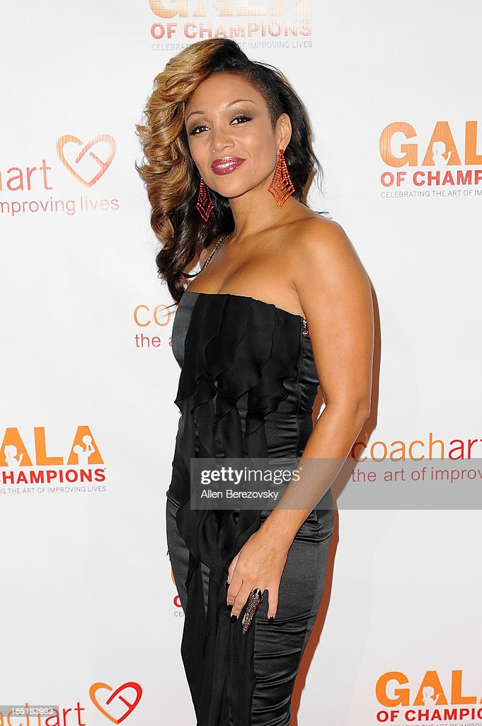 Singer <a gi-track='captionPersonalityLinkClicked' href=/galleries/search?phrase=Chante+Moore&family=editorial&specificpeople=2260137 ng-click='$event.stopPropagation()'>Chante Moore</a> attends the CoachArt Gala of Champions at The Beverly Hilton Hotel on October 17, 2013 in Beverly Hills, California.