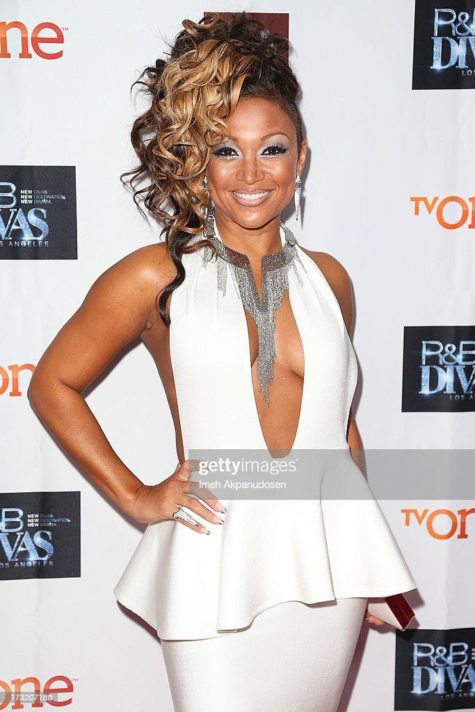 Singer <a gi-track='captionPersonalityLinkClicked' href=/galleries/search?phrase=Chante+Moore&family=editorial&specificpeople=2260137 ng-click='$event.stopPropagation()'>Chante Moore</a> attends the series premiere of TV One's 'R&B Divas LA' at The London Hotel on July 9, 2013 in West Hollywood, California.