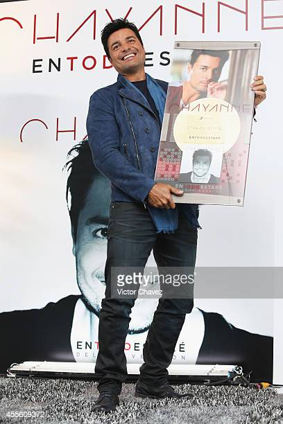 Singer Chayanne receives a gold disc for more than 30000 sold copies of his album 'En Todo Estare' during a press conference at Hotel Presidente...