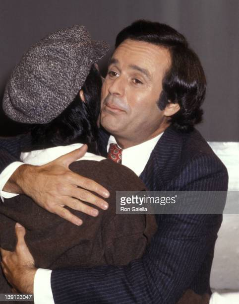 Singer Cher and talk show host Stanley Siegel on September 23 1977 take a break during taping of 'The Stanley Siegel Show' at ABC Studios in New York...