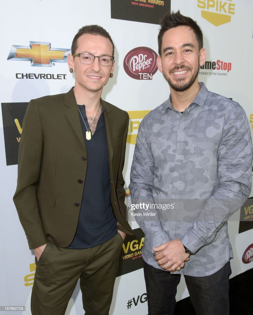 Singer <a gi-track='captionPersonalityLinkClicked' href=/galleries/search?phrase=Chester+Bennington&family=editorial&specificpeople=213970 ng-click='$event.stopPropagation()'>Chester Bennington</a> (L) and musician <a gi-track='captionPersonalityLinkClicked' href=/galleries/search?phrase=Mike+Shinoda&family=editorial&specificpeople=657527 ng-click='$event.stopPropagation()'>Mike Shinoda</a> of Linkin Park arrive at Spike TV's 10th annual Video Game Awards at Sony Pictures Studios on December 7, 2012 in Culver City, California.