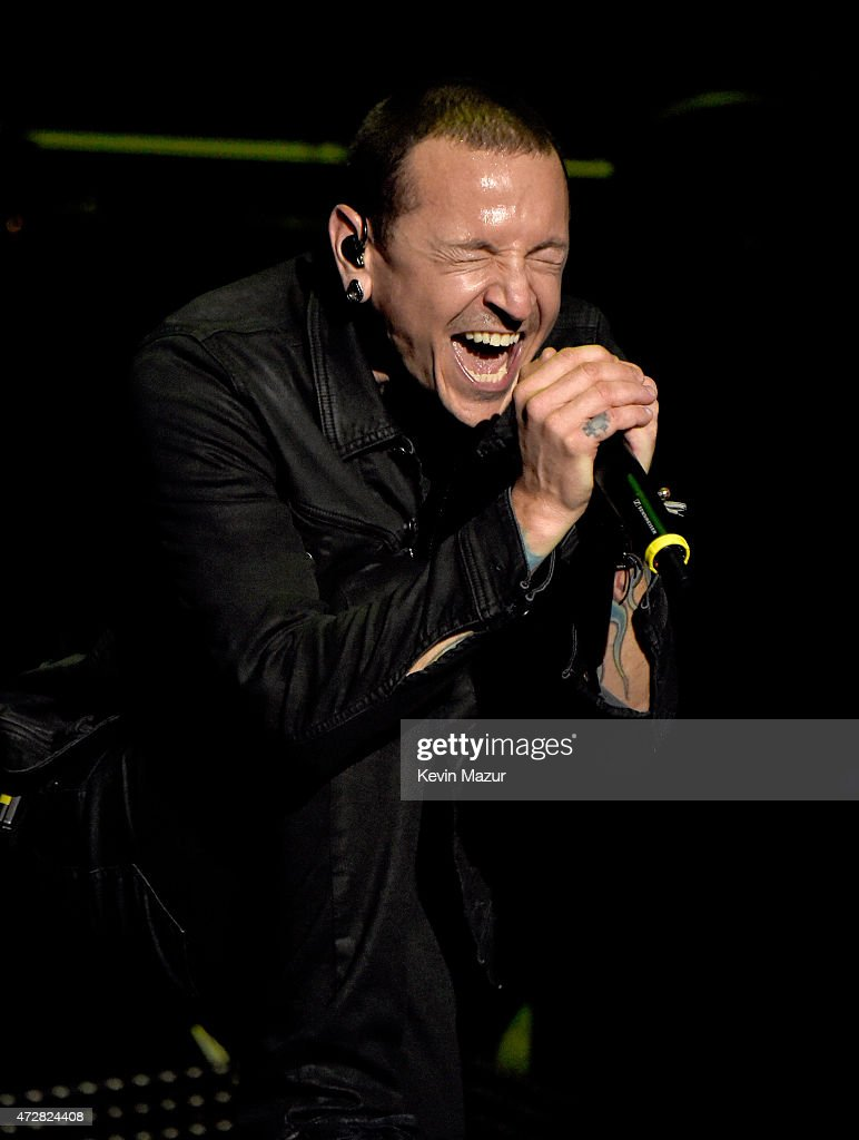 Singer Chester Bennington of Linkin Park performs onstage during Rock In Rio USA at the MGM Resorts Festival Grounds on May 9, 2015 in Las Vegas, Nevada.