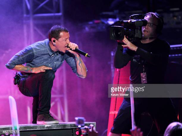 Singer Chester Bennington of Linkin Park performs onstage during the MTVu Fandom Awards at ComicCon International 2014 at PETCO Park on July 24 2014...