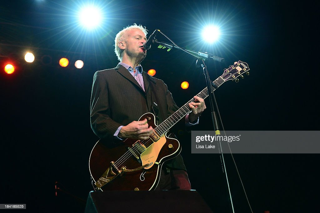 Singer Chris Collingwood of Fountains of Wayne performs at Sands Bethlehem Event Center on October 11, 2013 in Bethlehem, Pennsylvania.
