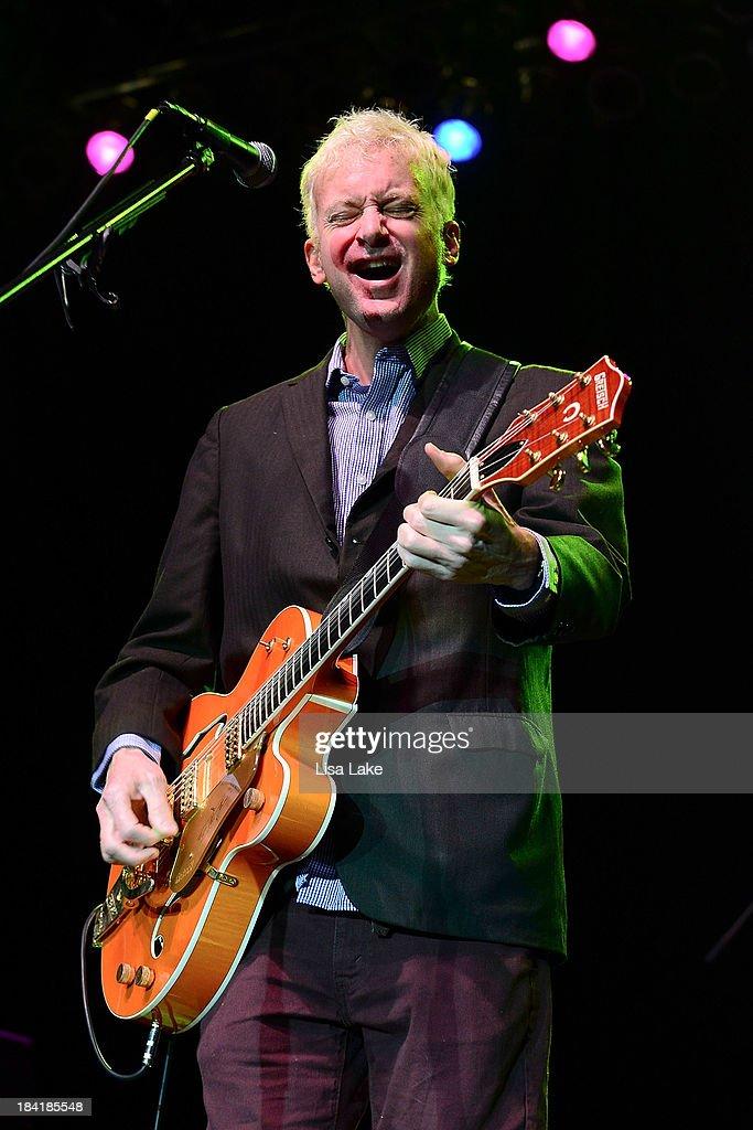 Singer Chris Collingwood of Fountains of Wayne performs at Sands Bethlehem Event Center on October 11, 2013 in Bethlehem, Pennsylvania.