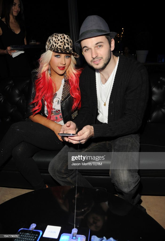 Singer <a gi-track='captionPersonalityLinkClicked' href=/galleries/search?phrase=Christina+Aguilera&family=editorial&specificpeople=171272 ng-click='$event.stopPropagation()'>Christina Aguilera</a> (L) and Matt Rutler attend the Samsung Galaxy Note II Beverly Hills Launch Party on October 25, 2012 in Los Angeles, California.