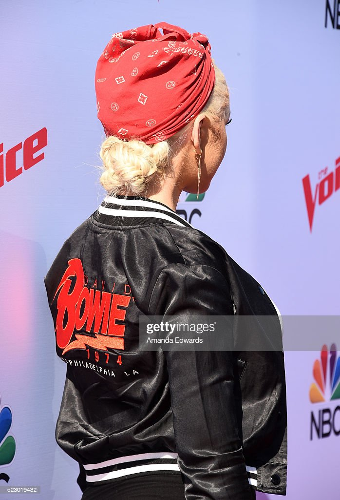 Christina Aguilera - Página 3 Singer-christina-aguilera-arrives-at-the-voice-karaoke-for-charity-picture-id523019432