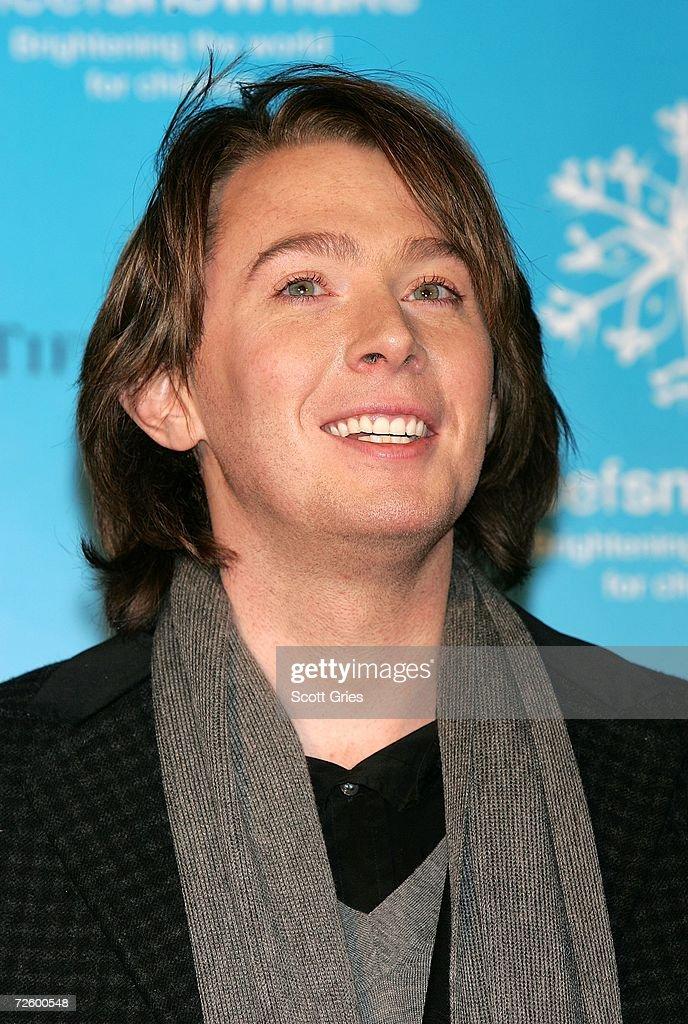 Singer Clay Aiken hosts the UNICEF snowflake lighting ceremony on November 18, 2006 in New York City.