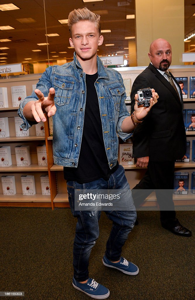 Singer <a gi-track='captionPersonalityLinkClicked' href=/galleries/search?phrase=Cody+Simpson&family=editorial&specificpeople=7068455 ng-click='$event.stopPropagation()'>Cody Simpson</a> arrives to sign copies of his new book 'Welcome To Paradise' at Barnes & Noble bookstore at The Grove on October 28, 2013 in Los Angeles, California.