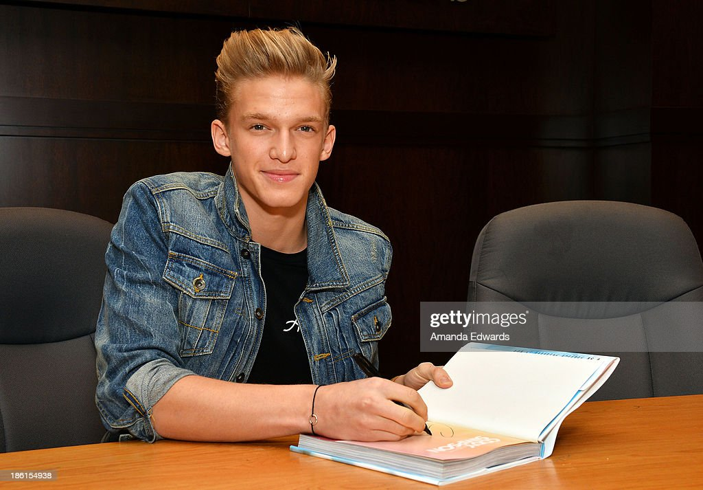 Singer <a gi-track='captionPersonalityLinkClicked' href=/galleries/search?phrase=Cody+Simpson&family=editorial&specificpeople=7068455 ng-click='$event.stopPropagation()'>Cody Simpson</a> signs copies of his new book 'Welcome To Paradise' at Barnes & Noble bookstore at The Grove on October 28, 2013 in Los Angeles, California.