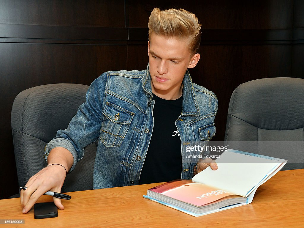 Singer <a gi-track='captionPersonalityLinkClicked' href=/galleries/search?phrase=Cody+Simpson&family=editorial&specificpeople=7068455 ng-click='$event.stopPropagation()'>Cody Simpson</a> signs copies of his new ook 'Welcome To Paradise' at Barnes & Noble bookstore at The Grove on October 28, 2013 in Los Angeles, California.
