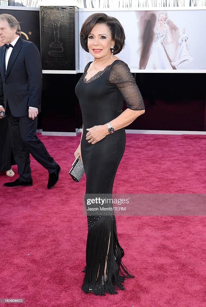 Singer Dame Shirley Bassey arrives at the Oscars at Hollywood & Highland Center on February 24, 2013 in Hollywood, California.