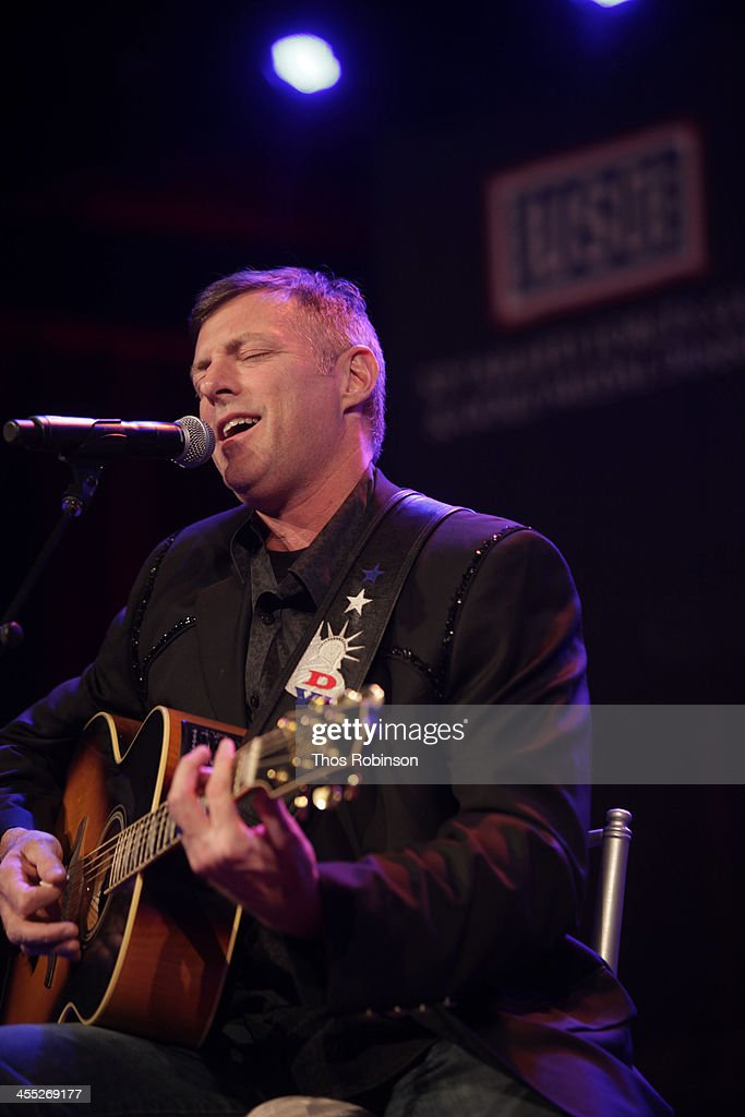 Singer <a gi-track='captionPersonalityLinkClicked' href=/galleries/search?phrase=Darryl+Worley&family=editorial&specificpeople=2376424 ng-click='$event.stopPropagation()'>Darryl Worley</a> attends 52nd USO Armed Forces Gala & Gold Medal Dinner at Marriott Marquis Times Square on December 11, 2013 in New York City.