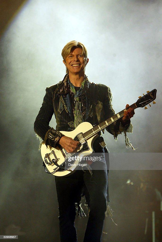 Singer <a gi-track='captionPersonalityLinkClicked' href=/galleries/search?phrase=David+Bowie&family=editorial&specificpeople=171314 ng-click='$event.stopPropagation()'>David Bowie</a> performs on stage during the third and final day of 'The Nokia Isle of Wight Festival 2004' at Seaclose Park on June 13, 2004 in Newport, Isle of Wight, UK. The third annual rock festival takes place during the Isle of Wight Festival which runs from June 4-19.