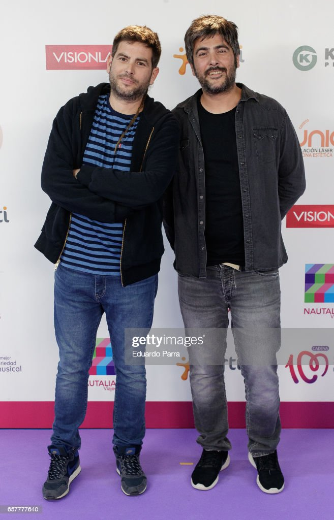 ¿Cuánto miden los Estopa? (David Muñoz y José Muñoz) - Altura Singer-david-munoz-and-jose-munoz-of-pop-band-estopa-attend-the-la-picture-id657777640