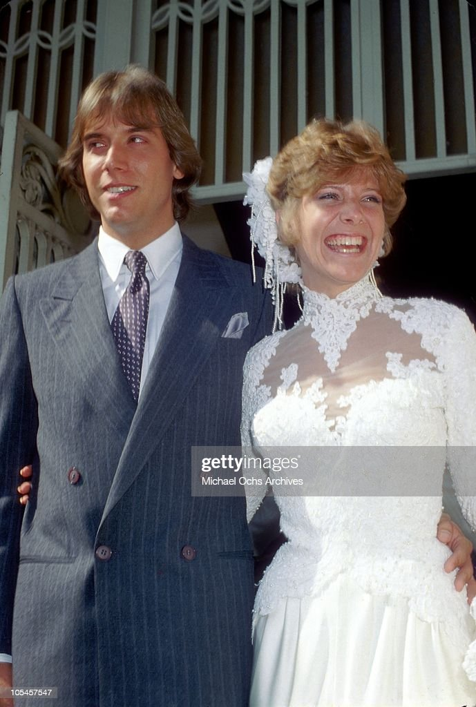 Singer Debby Boone and her new husband Gabriel Ferrer pose for a portrait after their wedding on September 1, 1979 in Los Angeles, California.