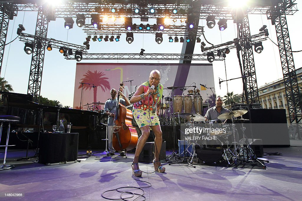 US singer Dee Dee Bridgewater performs on the stage of the Nice Jazz Festival on July 8, 2012 in Nice, southeastern France.