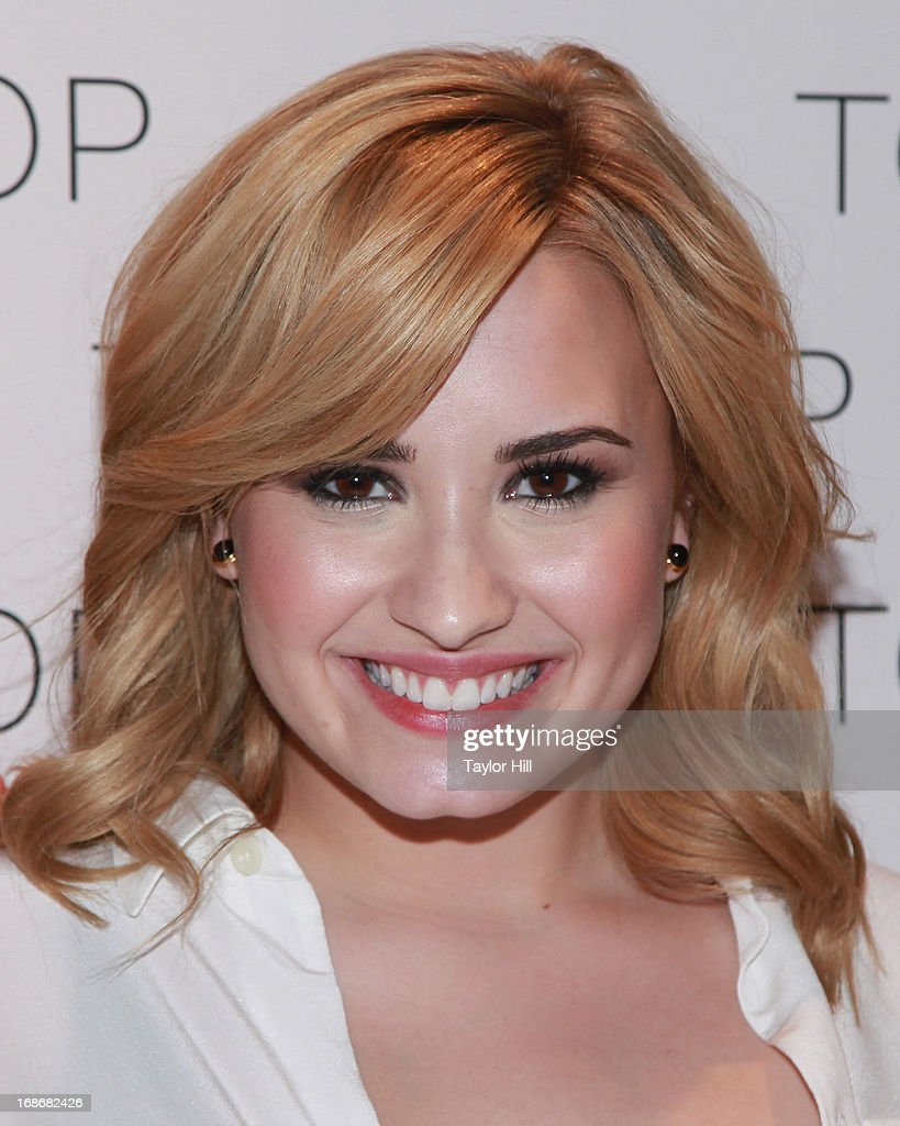 Singer <a gi-track='captionPersonalityLinkClicked' href=/galleries/search?phrase=Demi+Lovato&family=editorial&specificpeople=4897002 ng-click='$event.stopPropagation()'>Demi Lovato</a> attends a photocall with Fifth Harmoney at TopShop SoHo on May 13, 2013 in New York City.