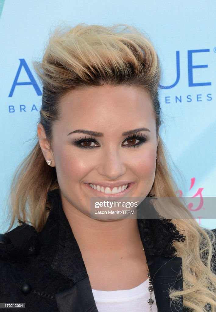 Singer <a gi-track='captionPersonalityLinkClicked' href=/galleries/search?phrase=Demi+Lovato&family=editorial&specificpeople=4897002 ng-click='$event.stopPropagation()'>Demi Lovato</a> attends the Teen Choice Awards 2013 at Gibson Amphitheatre on August 11, 2013 in Universal City, California.