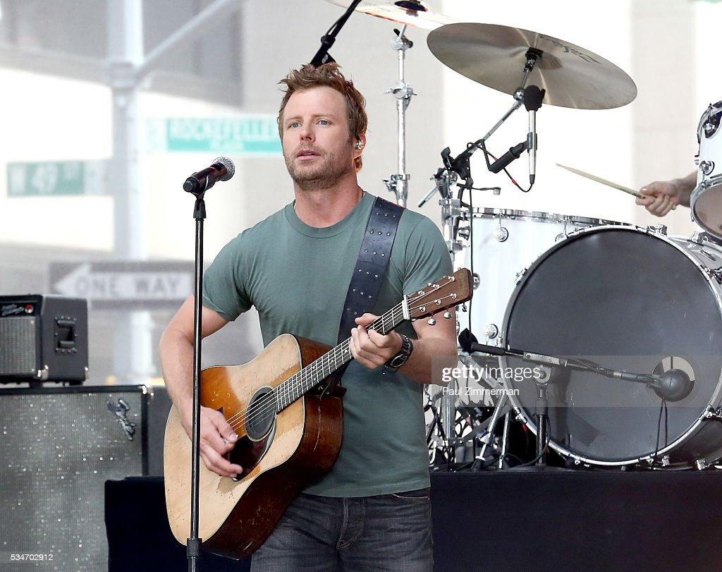 Singer Dierks Bentley Performs On NBC's 'Today' at Rockefeller Plaza on May 27, 2016 in New York City.
